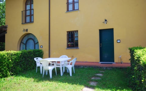 Holiday apartment with pool in Vinci COLONNA 2