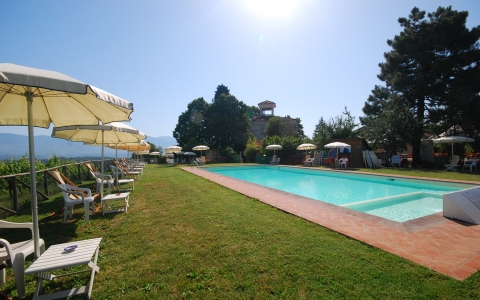Holiday apartment with pool GIUGGIOLA