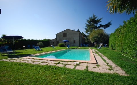 Holiday apartment with pool CIPRESSO