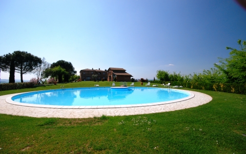 Holiday apartment with pool VALDARBIA 1