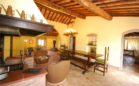 poggione chianti holiday villa pool gaiole eroica countryside hill living room