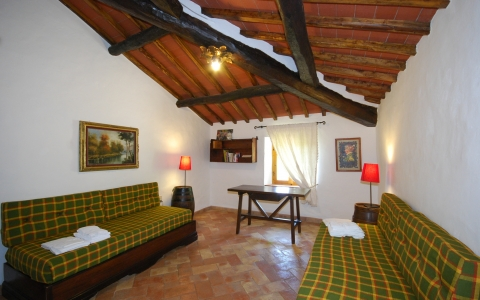 poggione chianti holiday villa pool gaiole eroica countryside hill bedroom