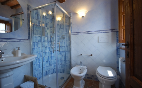 borgo lori tuscany holiday villa arezzo vacation urlaub bathroom